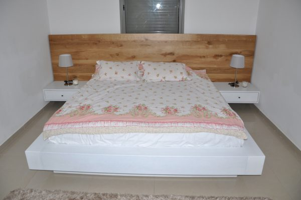 מיטה מעץ מלא שחפופיה