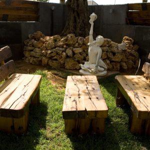 אדני רכבת שולחן וספסלים שחפופיה
